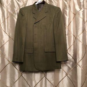 Men's suit in perfect condition!